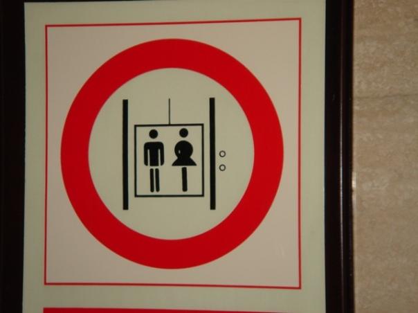 Keine Paerchen im Fahrstuhl