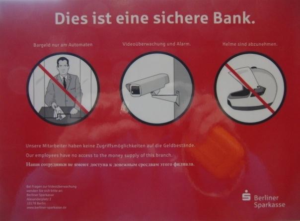 Hinweisschild der Berliner Sparkasse, die Mitarbeiter hätten kein Geld im Zugriff