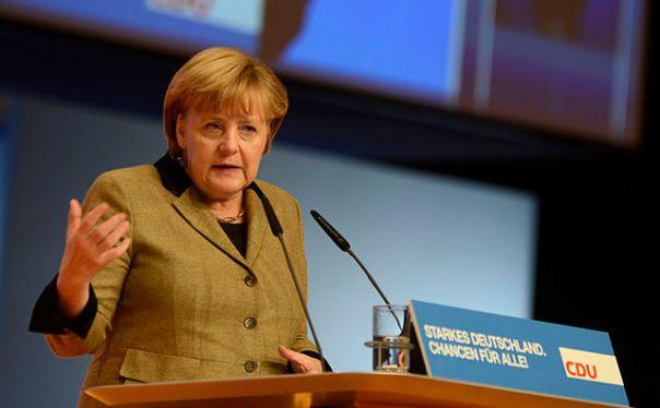 Angela Merkel am Rednerpult auf einem CDU-Parteitag