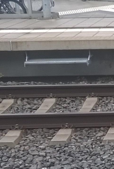 Bahnsteig-Tritt